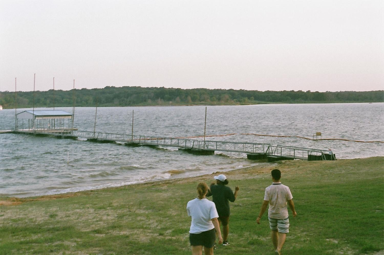Kate+and+Carlos+walk+down+to+the+dock+at+Lake+Texoma