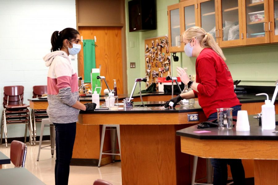 AP Biology teacher Andrea Adams works with senior Deepika Sitaraman on a lab in November of 2020.