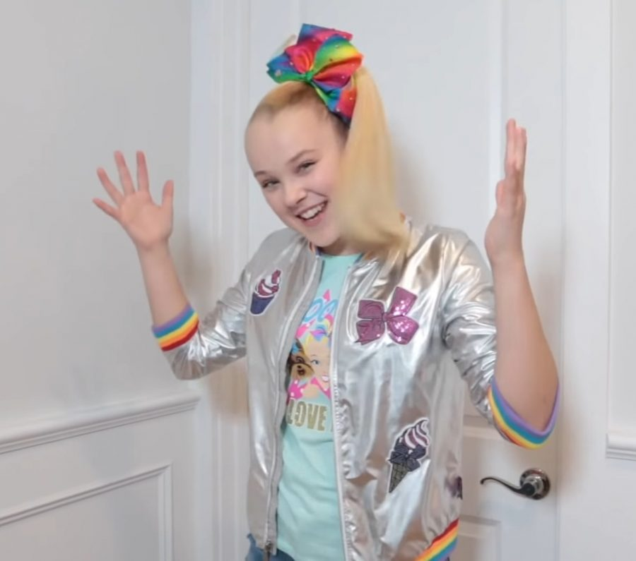 Influencer%2C+dancer%2C+and+now+LGBTQ+icon+Jojo+Siwa+discussed+her+new+status+in+a+series+of+social+media+posts.